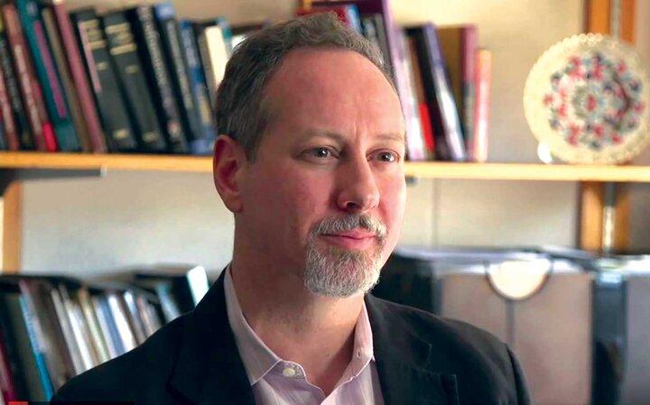 «تبرک»، اقتصاددانی با ریشه ایرانی