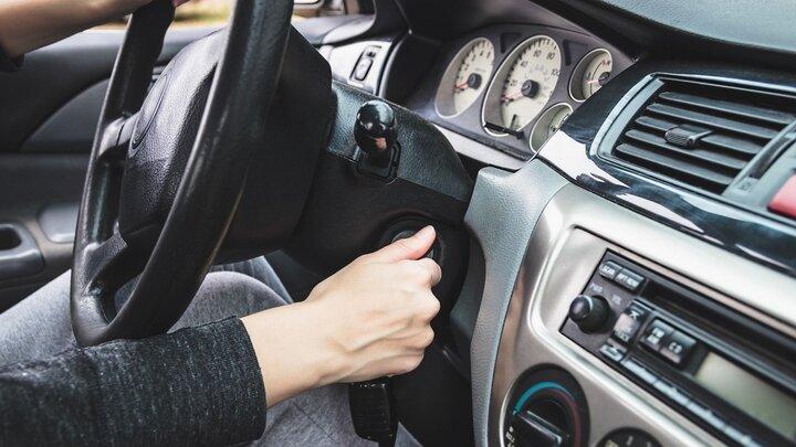 چه چیزی باعث خاموش شدن موتور خودرو هنگام رانندگی میشود؟