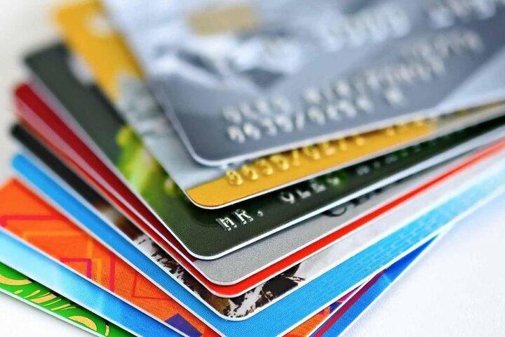 هر نفر۳.۳ کارت بانکی دارد / کهربا کار را آسان میکند