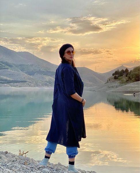 عکس زیبای لیلا بلوکات در کنار یک دریاچه + عکس