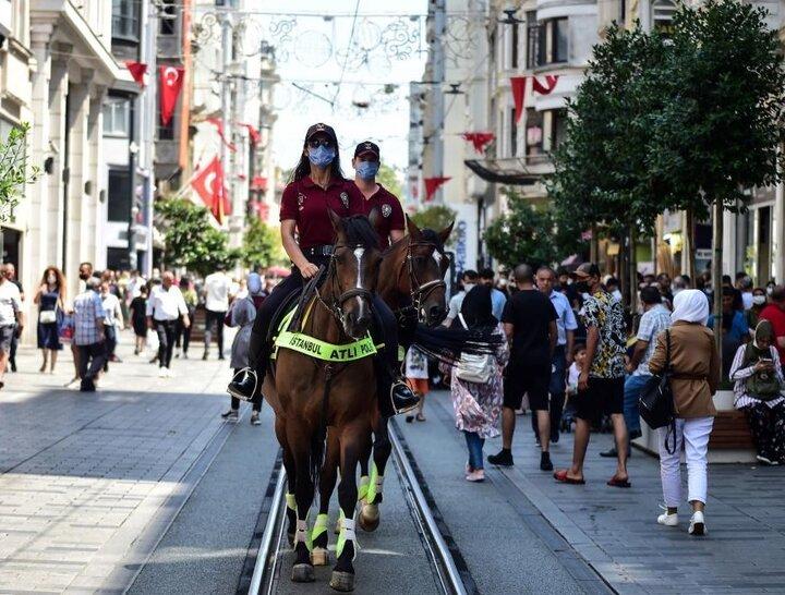 گشت دیدنی پلیس اسب سوار در ترکیه + تصاویر