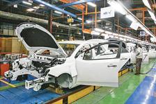 خودروسازها پشت نوسانات اخیر این صنعت در بازار